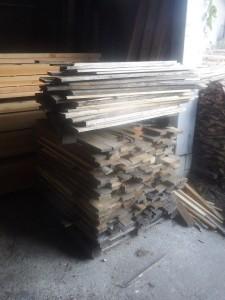 s-06-1材木の山