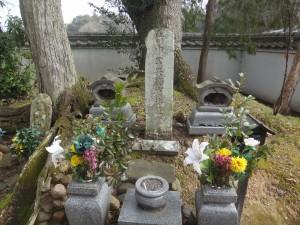 s-03-3竹中半兵衛の墓